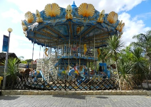 Family rides at the Zoomarine in Guia